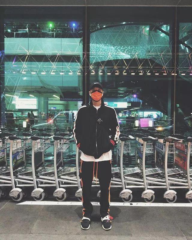 机场当T台!看周汤豪如何用造型帅翻机场  秋11月 第6张