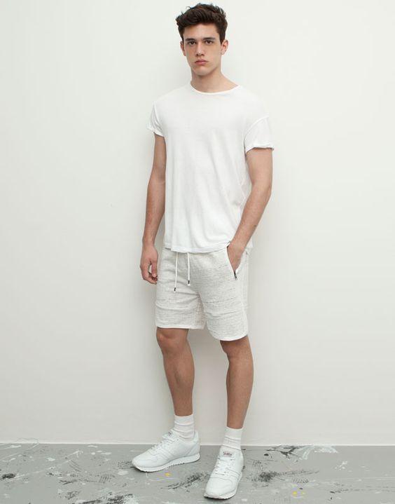TOP街拍 | 解锁夏日清凉新技能 做一个性感的短裤少年  春5月 第1张
