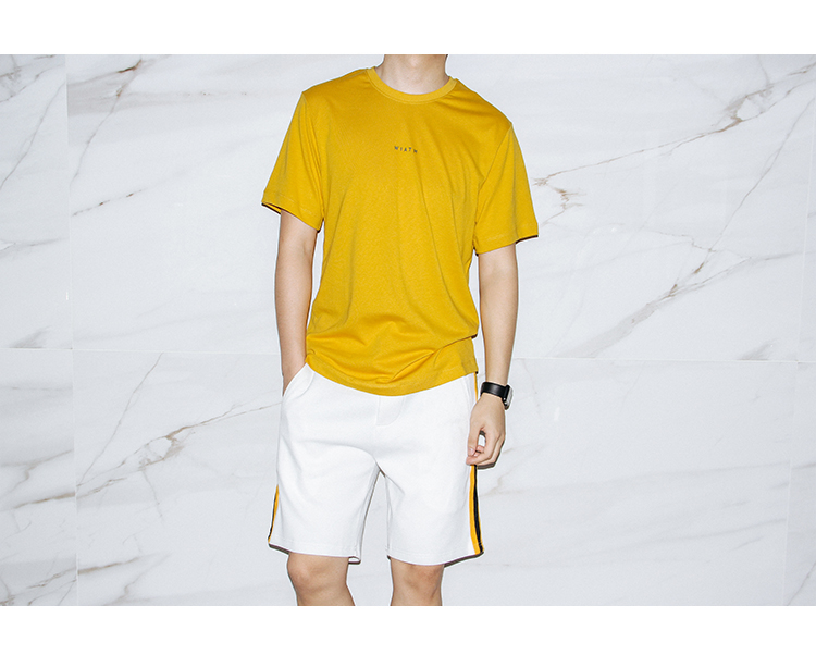 KEYWORD 新品   黄色短袖应该怎么穿?  春5月 搭配 第1张